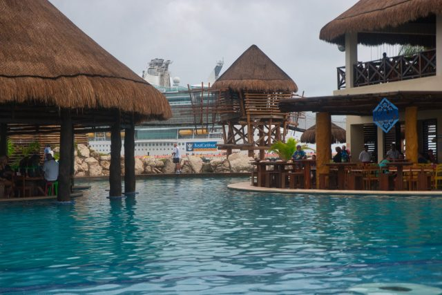 Puerto Costa Maya - You can see the Independence of the Seas from here!