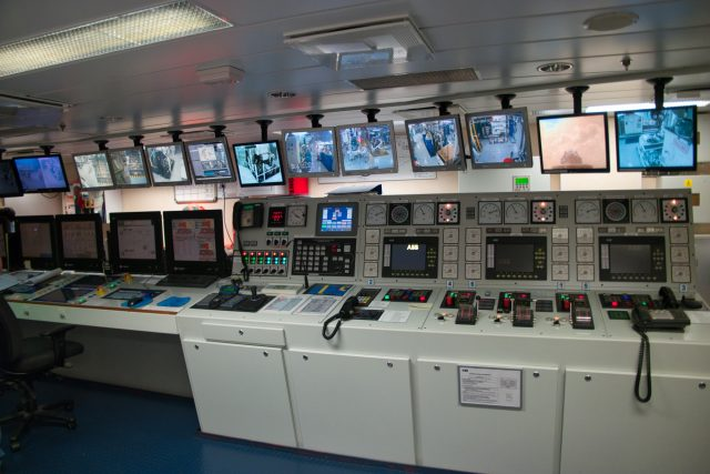 Behind the Scenes Ship Tour - That's a complicated looking system!