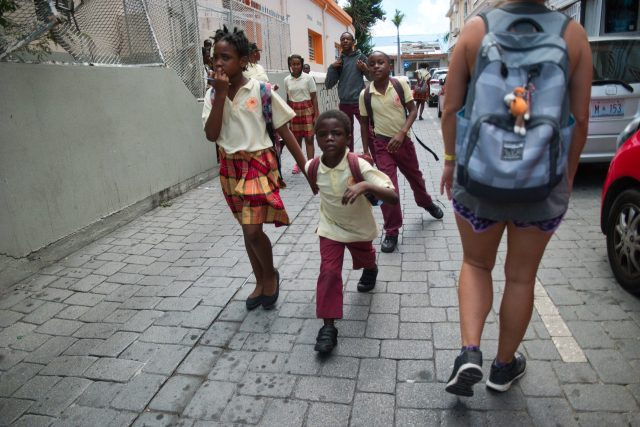 St Maarten Tips - Children Leaving School