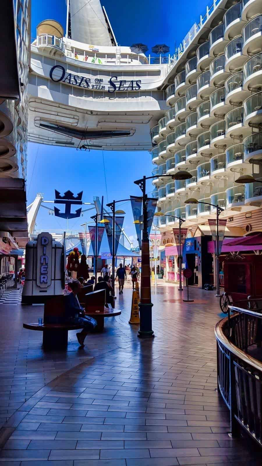 Luminar 3 Review - Oasis of the Seas Edited