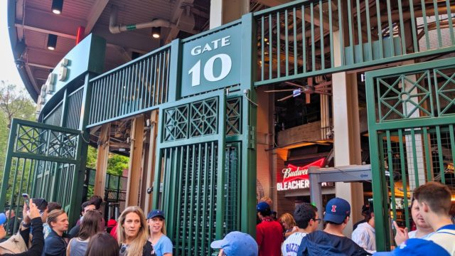 Chicago 2019 - Chicago Cubs vs Philadelphia Phillies - Wrigley Field Gate 10